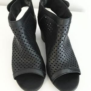 Steve Madden Leather open toe booties size 8.5